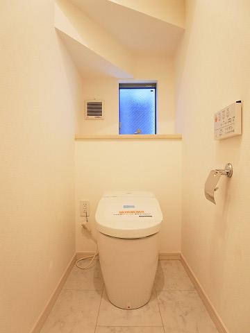 世田谷区上用賀4丁目 戸建 トイレ1