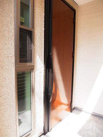 世田谷区弦巻2丁目 戸建 玄関ドア