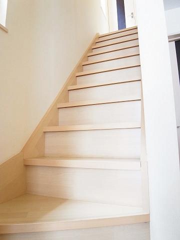 新宿区市谷薬王寺町 戸建て 階段