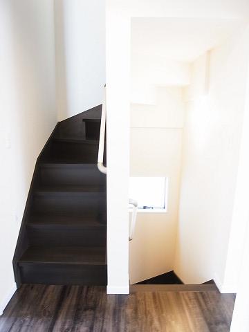 新宿区荒木町15番地1号棟 戸建 階段