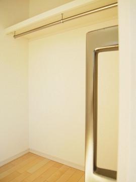 世田谷区玉堤1丁目5号棟 洋室2 収納