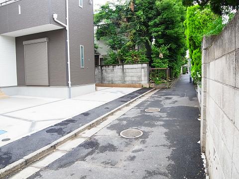新宿区中井2丁目 2号棟 前面道路
