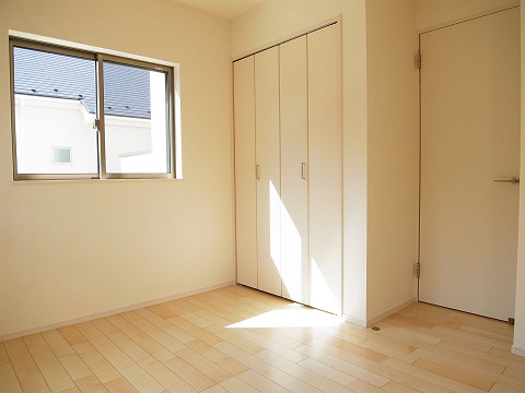 世田谷区成城9丁目1号棟 戸建 洋室1 収納
