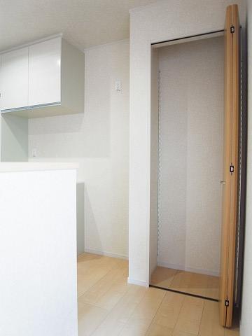 世田谷区千歳台2丁目1号棟 戸建 キッチン 収納